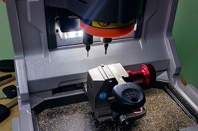 Изготовление автомобильного ключа с чипом на замену